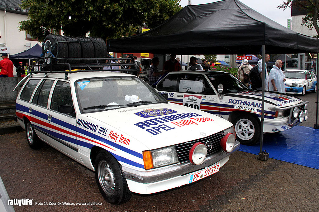 Opel Rekord Karavan rally service