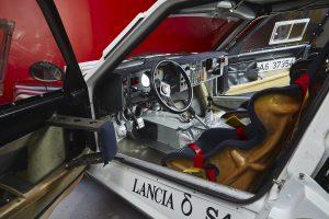 Lancia Delta S4 Rally interier
