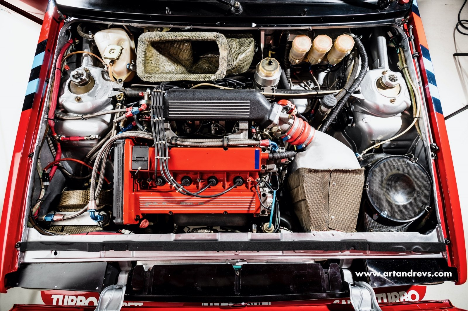 Motorový prostor Lancia Delta Integrale 16V